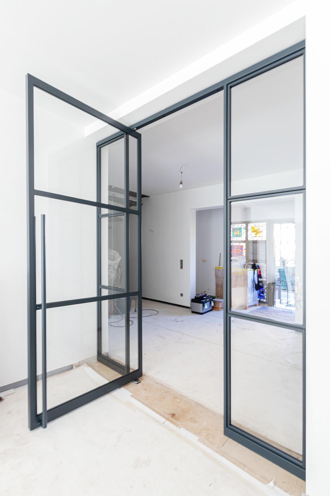 N51E12 Stahl Loft Tür, Schwingtür, Pivottür, Lofttür, Stahltür, Raumtrenner, Windfang, Glastrennwand