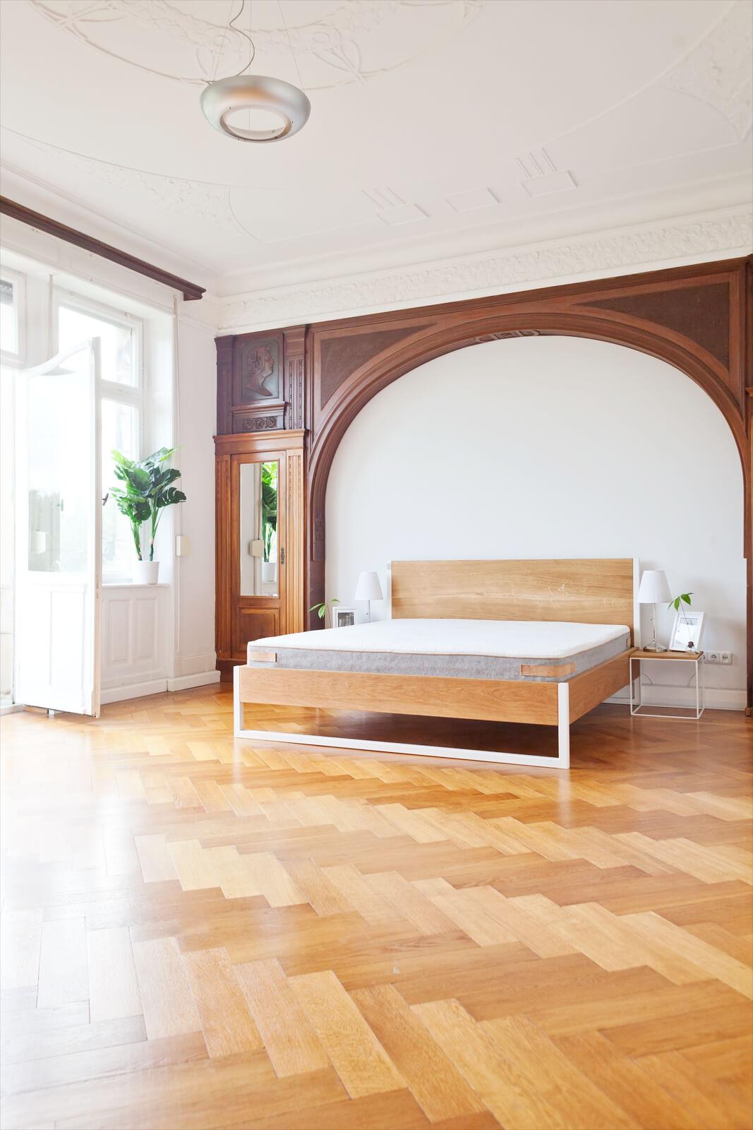 N51E12 Design Massivholzbett, Loftbett, Massivholz Eiche, Designbett, Doppelbett, Kufenbett, Stahlrahmen, Stahlbett, Metallrahmen, Metallbett